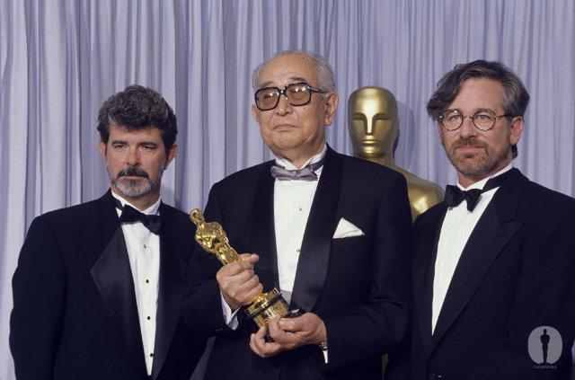 アカデミー賞授賞式での晩年の黒澤明。ジョージ・ルーカスとスピルバーグよりも背が高い!