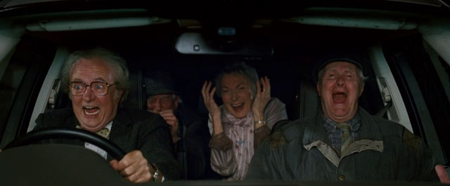 脱走劇に大興奮のジジババ4人組
