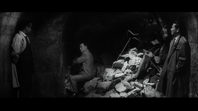 廃墟の工場に拉致監禁された守山