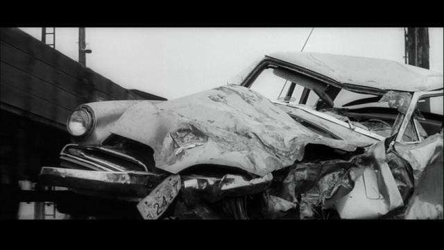 大破した西の車